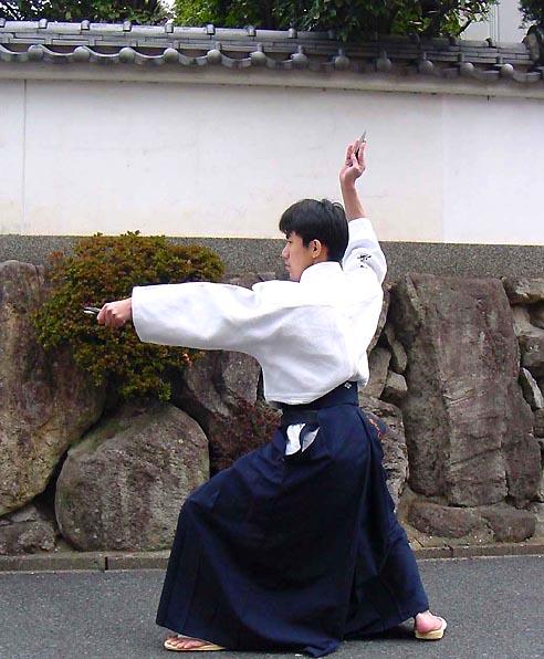 הטלת שוריקן - אימון זריקת להב יפני מסורתי