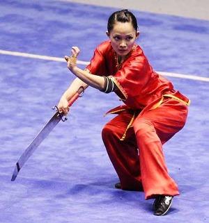 וושו - הדגמת קונג פו עם חרב דאו מעוקלת