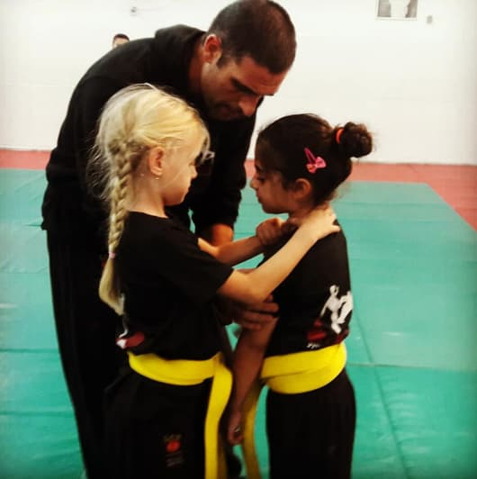 מאור לוי עם ילדים קרב מגע
