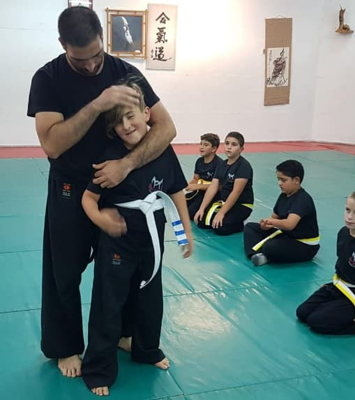קבוצת ילדים קרב מגע